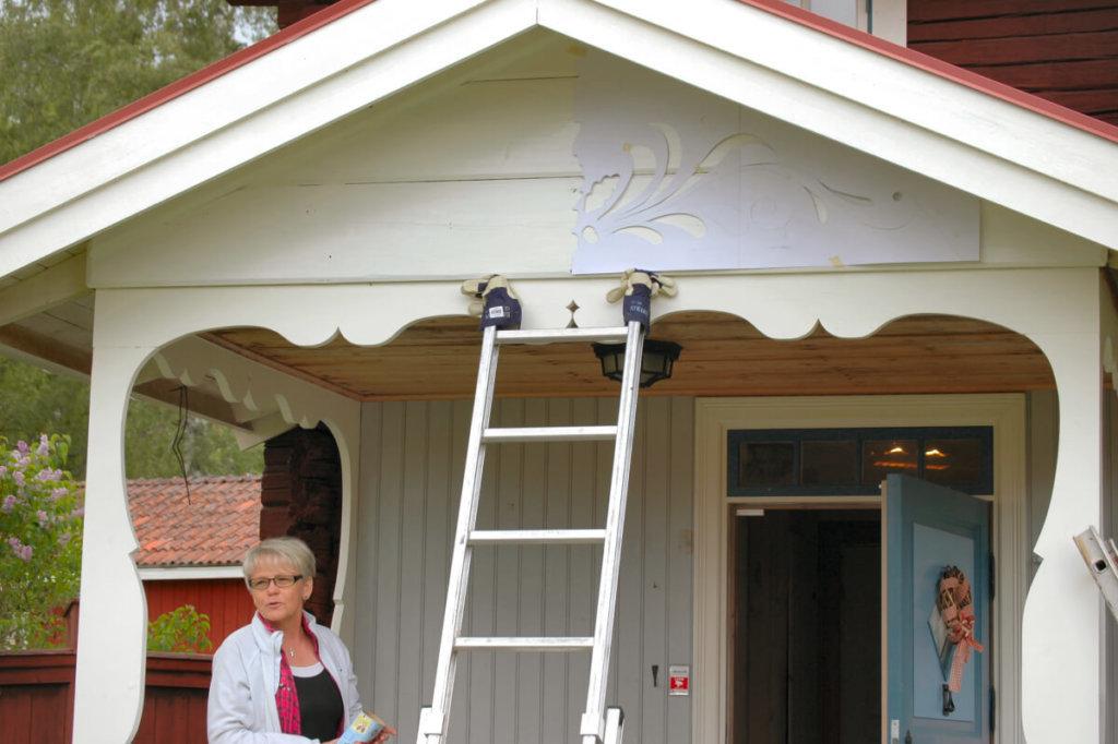 Förberedelser för dekorationsmålning álá kurbits - en stabil stege är alltid bra att ha